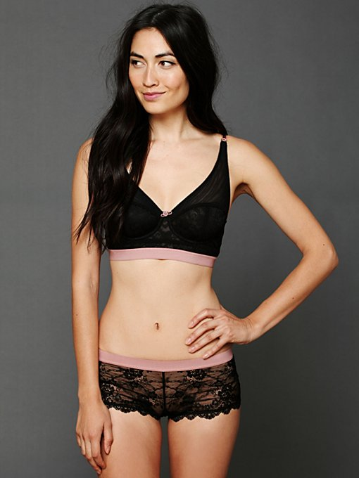 Intimately Elastic Hipster in lace-underwear
