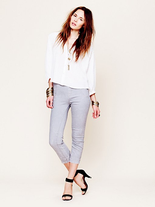 Free People Skinny Pull On Crop in Colored-Jeans
